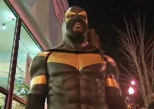 Phoenix Jones – hrdina, nebo maskované jelito?