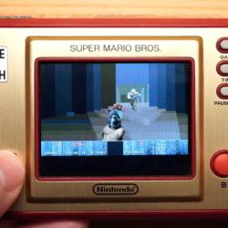 DOOM běžící na Nintendo Game & Watch