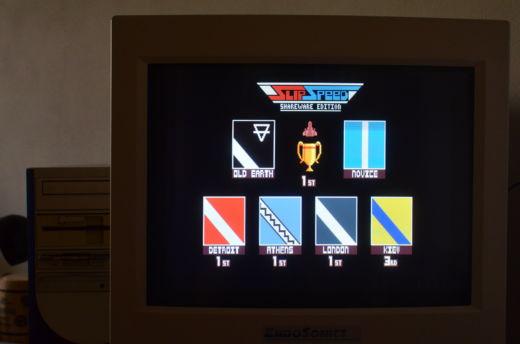 SlipSpeed, když se pod rouškou DOSu zkříží Wipeout a Micro Machines!